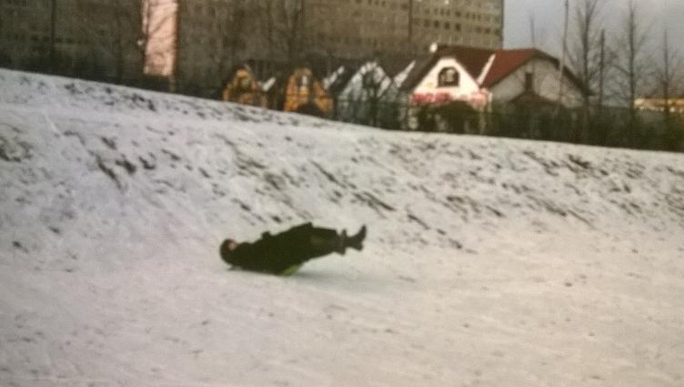 Typowa polska sześćdziesięciolatka, zjeżdżająca na dupolocie.